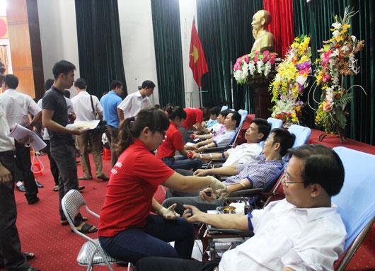 Phong trào hiến máu tình nguyện ngày càng thu hút đông đảo các tầng lớp nhân dân tham gia.