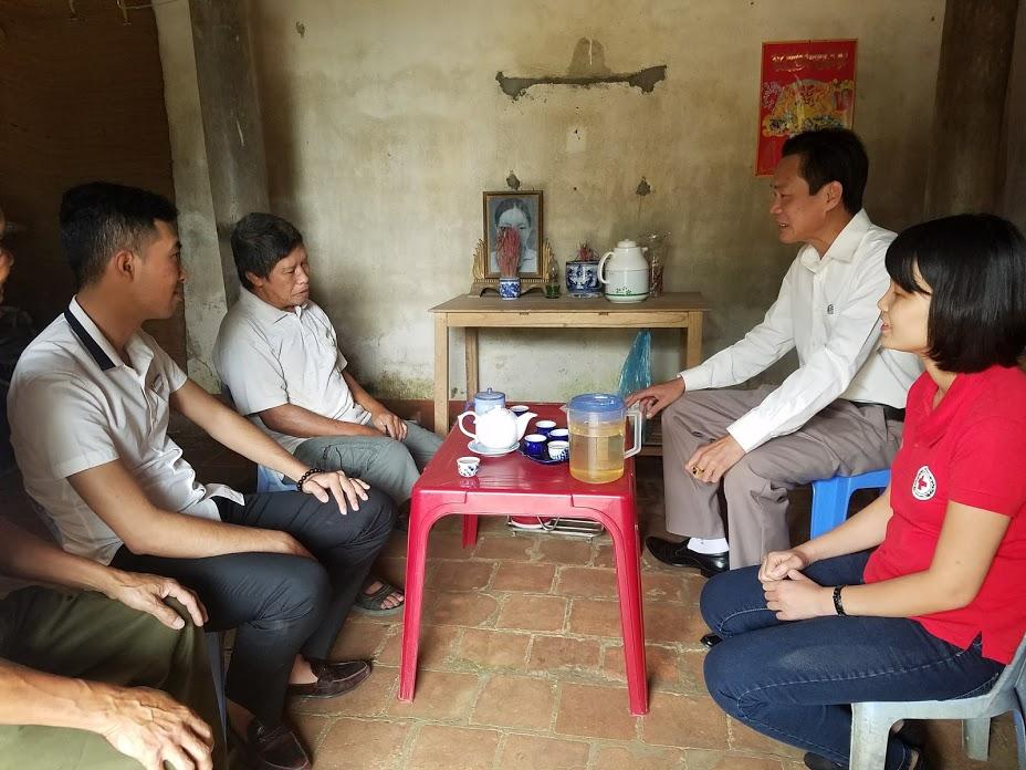 Thăm và tặng quà cho gia đình khó khăn xã Phượng Lâu thành phố Việt Trì