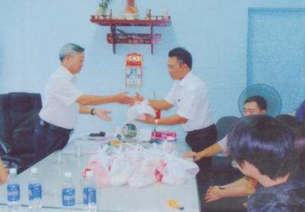 Lãnh đạo công ty luôn quan tâm đến công tác từ thiện, nhân đạo tại địa phương.