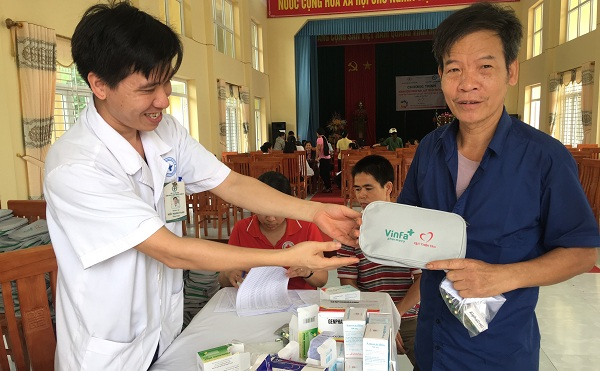 Thanh Ba: Khám bênh Nhân đạo, cấp thuốc miễn phí cho người dân xã Thanh Xá
